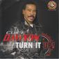 クリフ・ドーソン 『Turn It Up』 現パースウェイジョンズのシンガーがディスコ復権の波に乗って80sマナーで聴かせる復活作