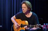 ドミニク・ミラー『Silent Light』 スティングの音楽を支えてきた名ギタリストが放つECM移籍第1弾
