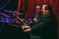 ジョーイ・デフランセスコ『In The Key Of The Universe』 ――ファラオ・サンダースと奏でるスピリチュアルなヴァイブレーションの音楽を体感してほしい