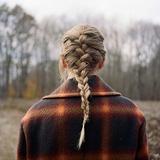 テイラー・スウィフト(Taylor Swift)『evermore』ハイムらとインディー・フォークに留まらぬ音を紡いだ『folklore』の姉妹作
