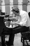 来日公演も好評だった作曲家ジェフ・ニーヴ、溢れる涙で制作を決意した初ピアノ・ソロ作『One』を語る