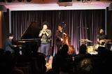 黒田卓也もまさかの登場!  NYジャズの第一線で活躍する大林武司トリオ、先鋭的なプレイで魅了した超満員の東京公演をレポ