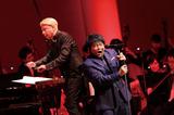 ASKA〈華麗なオーケストラと待ち焦がれたファンの歓声が新しいスタートに華を添える〉