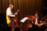 日本のジャズ史が動いた気がした―石若駿×カート・ローゼンウィンケル、国境や世代を越えたスペシャル・セッションをレポ