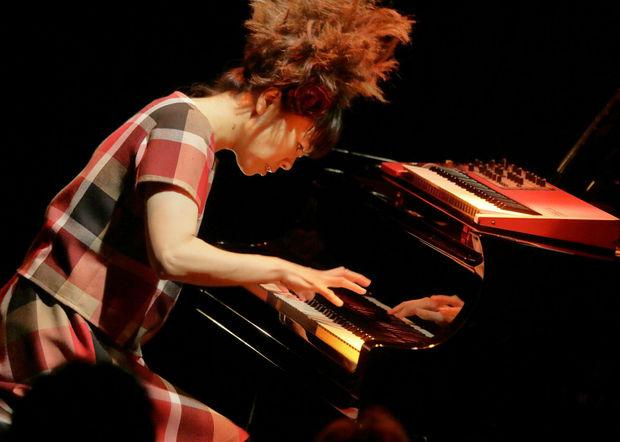 上原ひろみがピアノ&作曲に込めた秘密とは?―トリオ・プロジェクト新作『SPARK』が物語る世界的アーティストの方法論