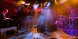 ゴーゴー・ペンギンとジャズ・アンサンブルの未来―プログラミングを生演奏で超越した新アルバム徹底解説&NYライヴレポも!