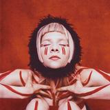 オーロラ(Aurora)『Infections Of A Different Kind』「アナ雪2」で歌ったノルウェー歌手の原始的で未来的な声