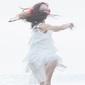 yui (FLOWER FLOWER) × ミゾベリョウ (odol) 『相鉄都心直通記念ムービー「100 YEARS TRAIN」テーマソング(ばらの花 × ネイティブダンサー)』 〈良い違和感〉の価値を証明してきた2アーティストの楽曲が組み合わさって生まれた、さらなる〈良い違和感〉