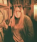 エマ・ジーン・サックレイ(Emma-Jean Thackray)、UKジャズのマルチな才能が魅せる生演奏とビートメイキングの同居
