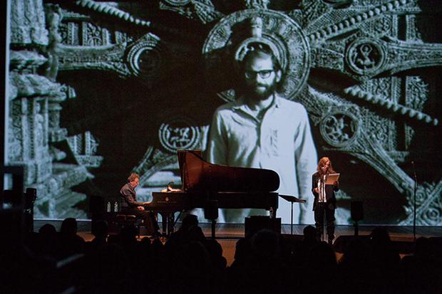 フィリップ・グラスがパティ・スミスとの共演で11年ぶりに来日! 没後20年の詩人、ギンズバーグへオマージュ捧げる注目公演