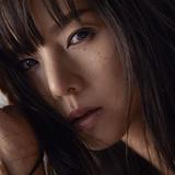 小西真奈美 『Here we go』 KREVAプロデュース、妖艶さと可愛らしさを使い分ける歌とラップに引き付けられる