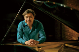 """小曽根真、コンサート〈Jazz meets Classic〉で改訂初演される自作のピアノ協奏曲""""もがみ""""を語る"""