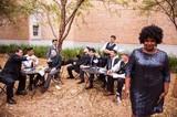 独自のモダン・ヴィンテージ・ソウル鳴らす10人組、サファーズが来日! ヒューストンが生んだそのオリジナルな音楽性に迫る