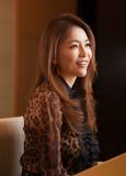 青田典子の素直な言葉を玉置浩二の優しいメロディーが包んで―夫婦の共同プロデュースで編まれた初ソロ作『blue's』を語る