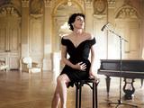 スペインの歌手ルス・カサルがメキシコやキューバのボレロなどラテン・クラシックに挑戦、デオダートも参加した新作を語る
