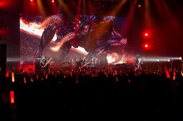 〈普通のサラリーマンがZeppの舞台にいるのがおかしい〉ながらも超大盛況! THE PRIMALSツアー初日をレポート!!