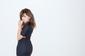 篠崎愛は本気だ! 初アルバム『EAT 'EM AND SMILE』でヴィジュアル封印、〈観るか、聴くか〉の2択迫るスマホMV公開中