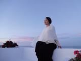松田美緒『エーラ』 常に海を渡り歩き旅しながら歌い続ける音楽家、地中海の美しさや雄大な時の流れ伝える新作を語る