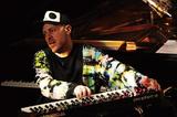 ジャズ、エレクトロニック・ミュージックからアラブ音楽も! ジェイソン・リンドナー、自身のメイン・プロジェクトで新作リリース