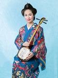 石川陽子『三味の喜び』 沖縄民謡の立役者、大城志津子を歌い継ぐ