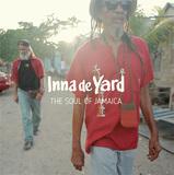 VA 『Inna De Yard:The Soul Of Jamaica』 スティーヴ・ニューランドら参加、アコースティック・レゲエ企画が9年ぶりに復活