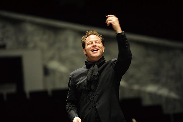 NHK交響楽団とJ・アクセルロッドが贈るシンフォニック・ジャズの世界〈芸劇&N響ジャズ~BEBOP BERNSTEIN~〉開催