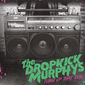 ドロップキック・マーフィーズ(Dropkick Murphys)『Turn Up That Dial』拳を突き上げ大声でシンガロングしたくなる!
