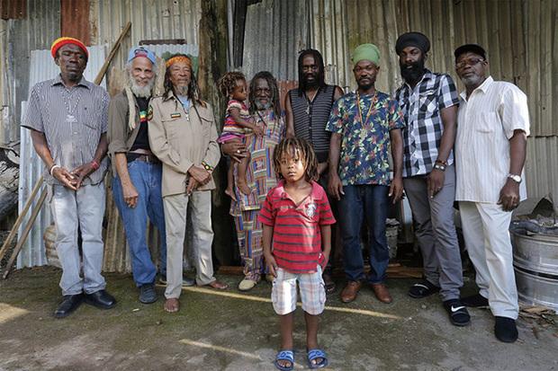 VA『Inna De Yard:The Soul Of Jamaica』 アコースティック・レゲエ・シリーズ〈イナ・ディ・ヤード〉深化を遂げた新装再開盤!