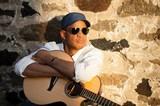 盲目の名ギタリスト&ソウル・シンガー、ラウル・ミドンが来日! 名人芸の数々をBillboard Liveで堪能しよう