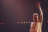 AK-69、最新作『THE THRONE』引っ提げて敢行した濃密なホール・ツアーの最終公演が初のライヴ・アルバム付きで映像化