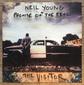 ニール・ヤング+プロミス・オブ・ザ・リアル 『The Visitor』 トランプを痛烈批判、ラフな演奏&テンション高いヴォーカルがスリリング