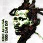 キング・アイソバ 『1000 Can Die』 リー・ペリー客演、すべてが異様なほどに呪術的&パワフルな新作