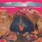 リニケール&オス・カラメロウス 『GOELA ABAIXO』 多彩な実験性をソウルフルかつポップにまとめあげるブラジルのクィア音楽団