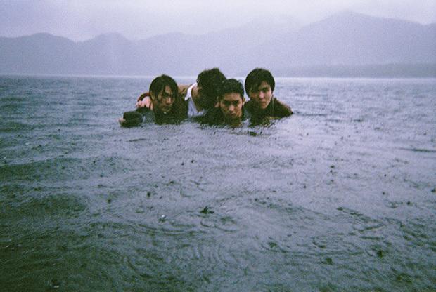 The fin.、海外で体感したテクスチャーが音楽として甦る―目覚ましい成長と現在地刻んだ新EP『Through The Deep』を語る