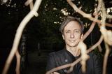 ハウシュカ、新作『A Different Forest』で森を散策し映画「ホテル・ムンバイ」でテロと闘う
