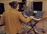 キューバ出身の注目奏者、アルフレッド・ロドリゲスが変則エレピ・トリオ&多彩なリズムで魅せる新曲映像公開