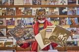 サンダーキャット(Thundercat)がTOWER VINYLにやってきた! お気に入りレコードの選盤に密着