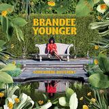 ブランディー・ヤンガー(Brandee Younger)『Somewhere Different』新鋭ハープ奏者が幅広いサウンドで聴かせる繊細で力強い音
