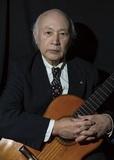 ソンコ・マージュ『大地に生きる』ユパンキの魂を継ぐ孤高のギター、最新スタジオ録音盤