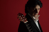 ギタリストのファン・マヌエル・カニサレスがフラメンコの魅力増幅させた〈恋の魔術師〉〈スカルラッティ作品集〉を連続リリース
