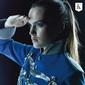 カデボスタニー 『Pop Collection:Japan Edition』 〈新たな音楽共和国の建国宣言〉するスイスの男女デュオの日本デビュー作