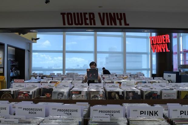 【TOWER VINYL太鼓盤!】第3回 ウィスパー・ヴォイス×レゲエなクロード・フォンテーヌ、話題のクルアンビンなどアナログで聴きたい7枚