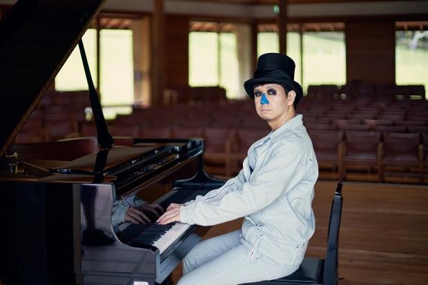 H ZETT M『記憶の至福の中に漂う音楽』ジャンルも作風も影響元も超越して、身体ひとつでグランド・ピアノの可能性を最大限に引き出す最新作