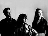 キティ・デイジー&ルイス『Superscope』 ヴィンテージなのに新鮮! ロンドン出身の3姉弟バンドによる新作では新たな一面も!