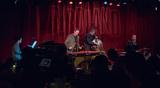 ウィー・トリオ『Wee + 3』 ニコラス・ペイトンやファビアンら参加、新たな出会いが広げるアメリカン・ミュージックの可能性