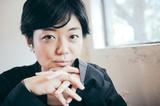 小田朋美とは何者か? ceroやCRCK/LCKSなどで活躍する才媛が語る、早熟な音楽的歩みと歌うことへの葛藤経て見出した新起点