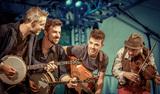 ウィ・バンジョー・スリー『String Theory』 アイルランドで今最も旬な「ケルト・グラス」を演奏する4人組アイリッシュ・バンドが再来日!