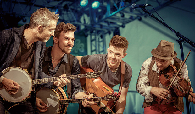 ウィ・バンジョー・スリー(We Banjo 3)『String Theory』アイルランドで今最も旬な〈ケルト・グラス〉を演奏する4人組が再来日!