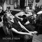 レイチェル&ヴィルレイ『Rachael & Vilray』ノンサッチが手掛けるポップ・デュオ、ジャズ・エイジの幸福感思わすサウンドが秀逸