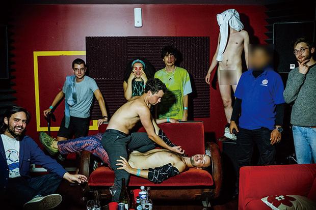 ゴールデン・ティーチャー『No Luscious Life』 ボビー・ギレスピーも太鼓判を押す噂のノイズ・パンク集団がついに口を開いた!